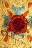 Especiaria do açafrão na bacia de vidro do vintage antigo Imagens de Stock