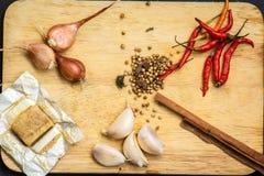 Especiaria, erva, condimento, tempero, pó, fresco, gourmet, colher, de madeira, açafrão, sumac, fundo, placa Imagens de Stock
