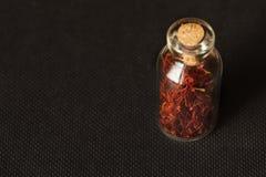 Especiaria secada do açafrão no fundo preto Imagens de Stock Royalty Free