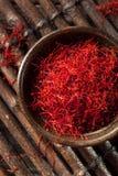 Especiaria vermelha orgânica crua do açafrão Fotos de Stock