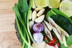 Especiarias de Tom Yum do alimento tailandês famoso imagem de stock