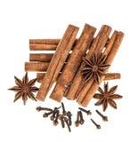 Especiarias do alimento do Natal Ingredientes ferventados com especiarias do pão-de-espécie do vinho Imagem de Stock Royalty Free