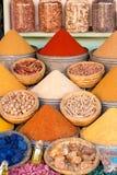 Especiarias indicadas em um mercado em C4marraquexe Imagens de Stock Royalty Free