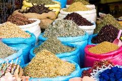 Especiarias indicadas em um mercado em C4marraquexe Foto de Stock Royalty Free