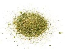 Especiarias misturadas no fundo branco Alho, erva-doce, cenouras, manjericão, aipo, salsa, manjerona, cebola Fotografia de Stock Royalty Free