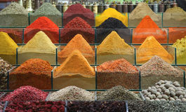 Especiarias no bazar turco tradicional Fotos de Stock