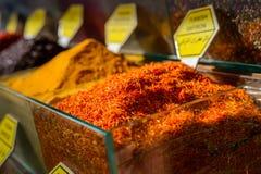 Especiarias no mercado de rua em Istambul Imagens de Stock Royalty Free
