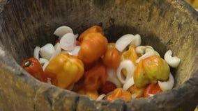 Especiarias tradicionais da preparação, Conakry, Guiné filme