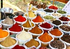 Especias coloreadas indias del polvo Imagenes de archivo