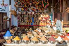 Especias coloridas de Nubian en el mercado callejero en Asuán Egipto Imágenes de archivo libres de regalías
