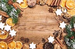 Especias de las galletas de las decoraciones de la Navidad Comida del dulce de los días de fiesta Foto de archivo libre de regalías