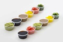 Especias del sushi en pequeño cuenco en el fondo blanco Fotografía de archivo