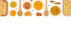 Especias e hierbas en el fondo blanco Visión superior imágenes de archivo libres de regalías