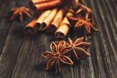 Especias e hierbas Ingredientes del alimento y de la cocina Palillos de canela, Foto de archivo