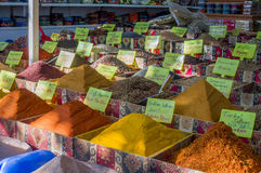 Especias en bazar turco fotografía de archivo
