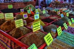 Especias en el mercado callejero Foto de archivo libre de regalías