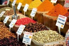 Especias en el mercado de Estambul Imagen de archivo libre de regalías