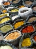 Especias en el mercado suramericano Imagen de archivo libre de regalías