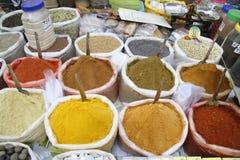 especias, mercado, venta, colorida, bolsos, polvos, comida, viaje, exótico Fotos de archivo