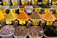 Especias orientales en bazar Foto de archivo