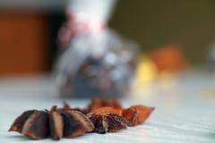 Especias para el vino reflexionado sobre, anís de estrella Imagenes de archivo