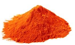 Especias - pila de alimento rojo del colorante sobre blanco Imagenes de archivo