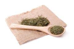 Especias secadas de las hierbas en una servilleta de lino Imagen de archivo libre de regalías