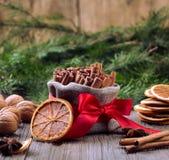 Especias tradicionales de la Navidad Imagen de archivo libre de regalías