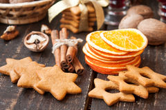 Especias y pan de jengibre de la Navidad Fotografía de archivo