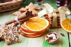 Especias y pan de jengibre de la Navidad Imagenes de archivo