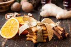 Especias y pan de jengibre de la Navidad Imagen de archivo