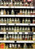 Especias y polvos del condimento en supermercado Fotos de archivo libres de regalías