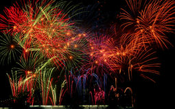 Espectáculo grandioso espectacular de los fuegos artificiales Imagen de archivo