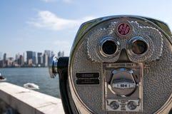 Espectador de la torre con Manhattan en el fondo fotografía de archivo