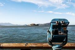 Espectador de la torre que pasa por alto Alcatraz imagen de archivo
