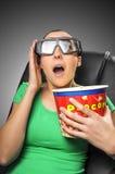 Espectador que mira el cine 3D Fotografía de archivo