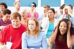 Espectadores decepcionados en el acontecimiento deportivo al aire libre Foto de archivo libre de regalías