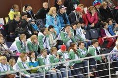 Espectadores en el estadio del cortocircuito-viaje del patinaje de velocidad Fotos de archivo libres de regalías