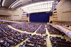 Espectadores en los asientos antes del concierto E.Piecha del aniversario Fotos de archivo libres de regalías