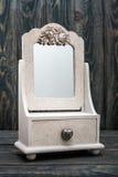 Espejo blanco del espejo blanco rústico decorativo imagenes de archivo