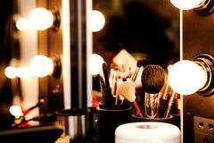 Espejo con las bombillas para el maquillaje imágenes de archivo libres de regalías