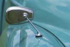 Espejo de ala clásico del coche Foto de archivo libre de regalías
