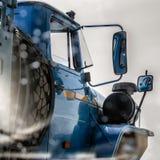 espejo de la Lado-vista de un camión foto de archivo