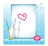 Espejo del cuarto de baño, cepillos de dientes Foto de archivo libre de regalías