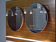 Espejo del cuarto de baño Fotografía de archivo libre de regalías