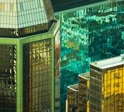 Espejo del edificio de oficinas imagen de archivo libre de regalías