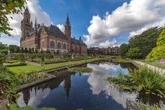 Espejo del palacio de la paz foto de archivo libre de regalías