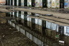 Espejo en agua sucia Imagen de archivo libre de regalías