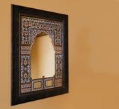 Espejo indígena enmarcado roble la India del mosiac Fotos de archivo libres de regalías