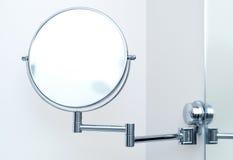 Espejo redondo de la pared para el baño Imágenes de archivo libres de regalías